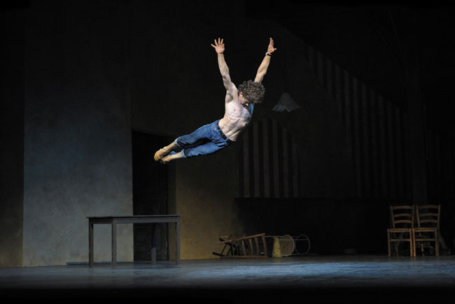 Ivan Vasiliev in Le jeune homme et la mort. Photo Laurent Liotardo