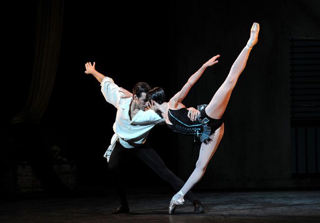 Carmen – Begoña Cao and Don Jose – Fabian Reimair. Photo Annabel Moeller