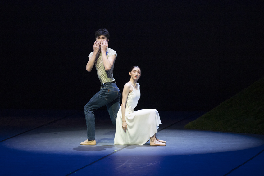 Sun Ruichen and Cao Shuci in 'The Lonely One in Autumn'from John Neumeier's Song of the EarthPhoto Kiran West